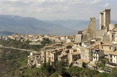<p>A general view of the Italian town of Pacentro April 9, 2009. REUTERS/Daniele La Monaca</p>