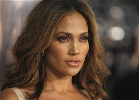 Jennifer Lopez poses at the premiere of the movie ''The Curious Case of Benjamin Button'' at the Mann's Village theatre in Westwood, California December 8, 2008. REUTERS/Mario Anzuoni
