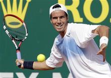 <p>Tenista argentino Juan Ignacio Chela contra o russo Igro Kunitsyn em Mônaco. 13/04/2009. REUTERS/Sebastien Nogier</p>