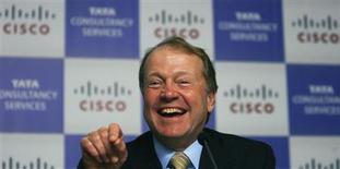 <p>Presidente da Cisco, John Chambers, participa de coletiva de imprensa em Mumbai, em fevereiro. A companhia planeja montar um centro de pesquisa na Coreia do Sul e investir ou emprestar 500 milhões de dólares nos setores de tecnologia e telecomunicações do país, informou o governo sul-coreano nesta terça-feira.</p>