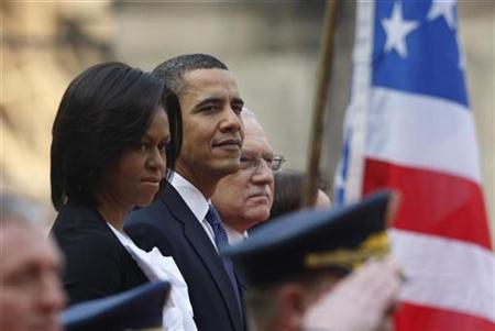 President Barack Obama (C) participates in a welcome ceremony at Prague Castle alongside U.S. first lady Michelle Obama (L) and Czech President Vaclav Klaus in Prague, April 5, 2009. REUTERS/Jason Reed