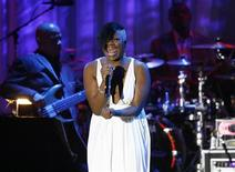 <p>Fantasia Barrino performs at the Clive Davis pre-Grammy party in Beverly Hills, California February 9, 2008. REUTERS/Mario Anzuoni</p>