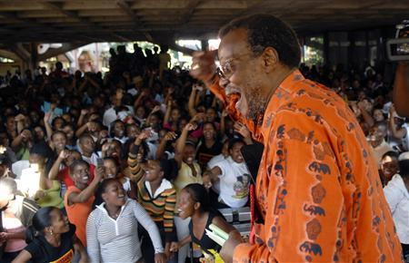 Leader of the Inkatha Freedom Party Mangosuthu Buthelezi sings with supporters at the Mangosuthu University of Technology in Durban April 16, 2009. REUTERS/Rogan Ward