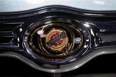 <p>A Chrysler logo on a car at the New York International Auto Show, April 8, 2009. REUTERS/Eric Thayer</p>