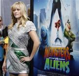 "<p>La actriz Reese Witherspoon,en el estreno del filme animado ""Monsters vs. Aliens"" en Universal City, California, 22 mar 2009. La película animada ""Monsters vs Aliens"", que registró un récord en su fin de semana de estreno en Norteamérica, volvió a ocupar la cima de la taquilla británica, según Screen International. REUTERS/Mario Anzuoni</p>"