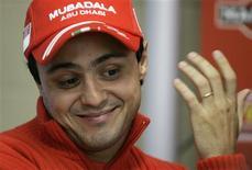 <p>Piloto da Ferrari, Felipe Massa, em foto de arquivo, disse que a temporada da sua equipe deve começar no Barein, em corrida a ser disputada este fim de semana. REUTERS/Bruno Domingos/Files</p>