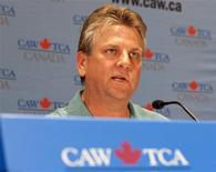 <p>Canadian Auto Workers (CAW) President Ken Lewenza speaks to the media regarding negotiations with Chrysler in Toronto, April 24, 2009. REUTERS/Mark Blinch</p>