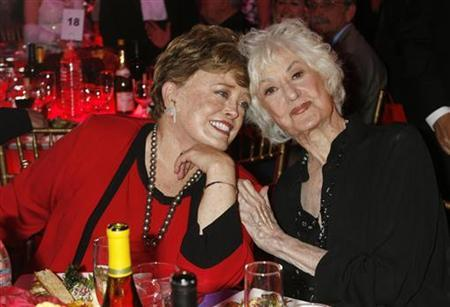 Actresses Rue McClanahan (L) and Bea Arthur who starred in TV series ''The Golden Girls'' pose at a taping of the 6th annual TV Land Awards in Santa Monica in this file photo from June 8, 2008. REUTERS/Fred Prouser