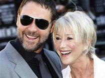 """<p>Los actores Russell Crowe y Helen Mirren posan en el estreno de """"State of Play"""" en Londres, 21 abr 2009. Russell Crowe y Helen Mirren lideraron la taquilla británica con el filme político de suspenso """"State of Play"""" tras el estreno de la cinta el fin de semana, pero la recaudación fue modesta, dijo el martes Screen International. REUTERS/Stephen Hird</p>"""