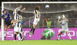 <p>Un'azione della Juve nella partita contro l'Inter. REUTERS/Alessandro Bianchi</p>