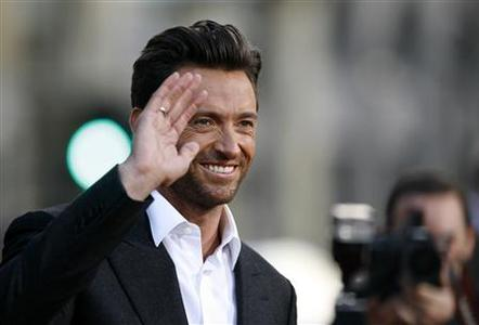 Cast member Hugh Jackman waves at an industry screening of ''X-Men Origins: Wolverine'' at the Grauman's Chinese theatre in Hollywood, California April 28, 2009. The movie opens in the U.S. on May 1. REUTERS/Mario Anzuoni