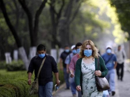 4月29日、米バクスターは、近く新型豚インフルエンザのワクチン製造開始。写真はメキシコ市で(2009年 ロイター/Claudia Daut)
