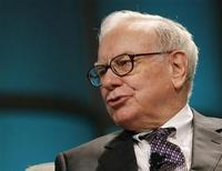 <p>Warren Buffett, CEO of Berkshire Hathaway, addresses The Women's Conference 2008 in Long Beach, California in this file photo from October 22, 2008.REUTERS/Mario Anzuoni</p>