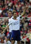 <p>Ryan Giggs comemora após marcar gol contra o Middlesbrough neste sabado. A partida terminou em 2 x 0 e o Manchester abriu seis pontos de vantagem na liderança do Campeonato Inglês. REUTERS/Nigel Roddis</p>