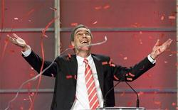 <p>Liberal leader Michael Ignatieff react to falling confetti during the Federal Liberal Party Biennial Convention in Vancouver, British Columbia May 2, 2009. REUTERS/Andy Clark</p>