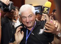 <p>Ricardo Martinelli, multimilionario e leader del partito del Cambiamento Democratico (centrodestra) eletto questa notte nuovo presidente di Panama. REUTERS/Alberto Lowe</p>