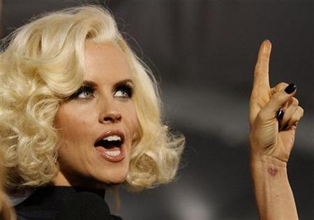 Jenny McCarthy gestures as she is interviewed at the premiere of the movie ''Yes Man'' at the Mann Village theatre in Westwood, California December 17, 2008. REUTERS/Mario Anzuoni