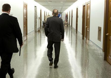 Senator Arlen Specter walks the halls on Capitol Hill, April 30, 2009. REUTERS/Larry Downing