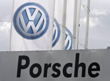 5月6日、独ポルシェと独VW、合併に向け協議することで合意(2009年 ロイター/Heinz-Peter Bader)
