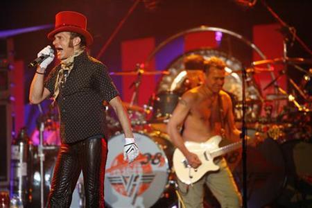 David Lee Roth of Van Halen (L) performs at Tiger Jam XI in Las Vegas April 19, 2008. REUTERS/Mario Anzuoni