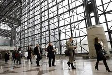 <p>People walk in line to register for the 2009 CUNY Big Apple Job Fair at the Jacob K. Javits Convention Center in New York, March 20, 2009. REUTERS/Shannon Stapleton</p>