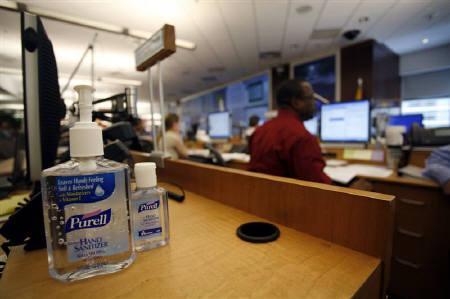5月10日、米疾病対策センター(CDC)は国内の新型インフルエンザの感染者数が44州で計2532人になったと発表。写真はアトランタの疾病対策センター。6日撮影(2009年 ロイター/Tami Chappell)