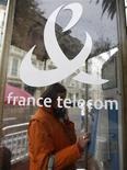 <p>Didier Lombard, le président de France Telecom, a confirmé que Stéphane Richard, l'actuel directeur de cabinet de Christine Lagarde, lui succèdera dans deux ans à la tête de l'opérateur de télécoms. /Photo d'archives/REUTERS/Eric Gaillard</p>
