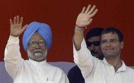 Prime Minister Manmohan Singh (L) and Rahul Gandhi, Congress party general secretary, wave to their supporters during an election campaign rally in Amritsar May 11, 2009. REUTERS/Munish Sharma