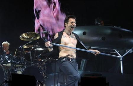David Gahan of Depeche Mode performs during the Coachella Music Festival in Indio, California April 29, 2006. REUTERS/Lucas Jackson