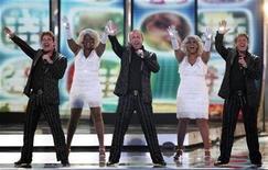 <p>Foto de archivo del grupo holandés The Toppers durante un ensayo del concurso Eurovision en Moscú, 6 mayo 2009. De Toppers se retirará del festival de Eurovisión que se celebra en Moscú si las autoridades rusas cancelan un desfile gay previsto para el sábado. REUTERS/Sergei Karpukhin</p>