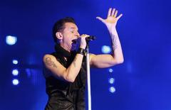 <p>David Gahan, vocalista do Depeche Mode, em show em Telaviv. 10/05/2009. REUTERS/Gil Cohen Magen</p>