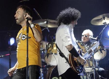 Paul Rogers (L) and Brian May perform on stage during the ''Queen + Paul Rogers European Tour 2008'' in Riga September 19, 2008. REUTERS/Ints Kalnins
