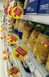 <p>Immagine d'archivio di confezioni di pasta sugli scaffali di un supermercato. REUTERS/Nigel Roddis (BRITAIN BUSINESS FOOD DRINK)</p>