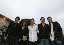 <p>The top five finalists of the television show American Idol (from L-R) Adam Lambert, Allison Iraheta, Kris Allen, Danny Gokey and Matt Giraud pose at the BritWeek 2009 party in Los Angeles April 23, 2009. REUTERS/Mario Anzuoni</p>