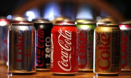 Cans of Coca-Cola are seen in Los Angeles July 17, 2008. REUTERS/Mario Anzuoni