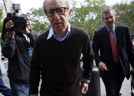 Actor and director Woody Allen arrives at a federal courthouse in New York May 18, 2009. REUTERS/Eric Thayer