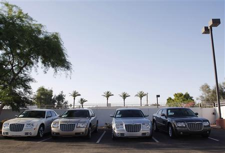 Chrysler vehicles sit on the lot at a Performance Chrysler Jeep Dodge dealership in Phoenix, Arizona May 16, 2009. REUTERS/Joshua Lott