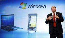 <p>L'AD di Microsoft Steve Ballmer al Mobile World Congress di Barcellona nel febbraio 2009. REUTERS/Albert Gea</p>