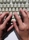 <p>Les trois premiers fournisseurs d'accès français, Orange, Free et SFR, estiment que l'internet à haut débit n'est pas touché par la crise.</p>