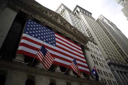 5月21日、米債券運用会社PIMCOの最高投資責任者、ビル・グロース氏は、米国は3―4年以内に「AAA」の格付けを失う可能性が高いとの見通しを示した。写真は3月、ニューヨーク証券取引所で(2009年 ロイター/Eric Thayer)