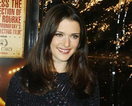 Actress Rachel Weisz poses at the Los Angeles premiere of the film ''The Wrestler'' in Beverly Hills, California December 16, 2008. REUTERS/Fred Prouser