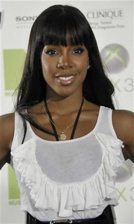 Singer Kelly Rowland attends a special party by MTV and XBOX in Sydney June 5, 2008. REUTERS/Patrick Riviere