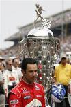 <p>Brasileiro Hélio Castroneves após vencer a Indy500 em Indianápolis. 24/05/2009. REUTERS/Jeff Haynes</p>