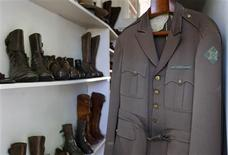 <p>An army jacket used by late Nobel-prize winning author Ernest Hemingway is seen next to military boots at Finca Vigia in Havana May 26, 2009. REUTERS/Enrique De La Osa</p>