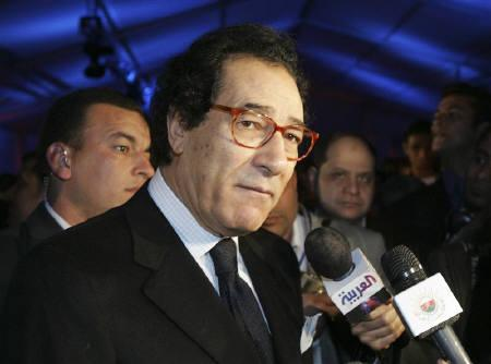 Farouk Hosni, the Egyptian Minister of Culture, speaks to the press before the world premiere of the 'The Princess of the Sun', an animated French-Belgium cartoon about Tutankhamun's reign held at the pyramids in Giza, March 13 2007. REUTERS/Tara Todras-Whitehill/Files