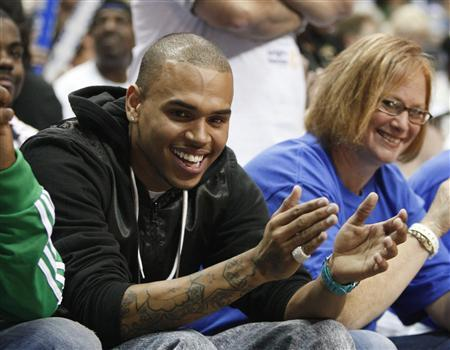 Musician Chris Brown looks on during the first quarter of Game 3 of the Eastern Conference Finals NBA basketball playoff series between the Orlando Magic and Cleveland Cavaliers in Orlando, Florida May 24, 2009. REUTERS/Scott Audette ENTERTAINMENT)