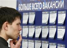<p>A man reads job offers posted at a job fair in Moscow May 26, 2009. REUTERS/Denis Sinyakov</p>