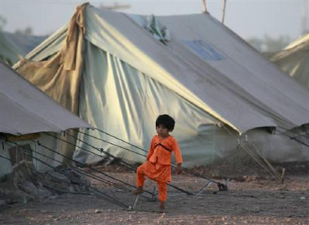 An internally displaced girl, fleeing a military offensive in the Swat valley region, stands outside her family tent at the UNHCR (United Nations High Commission for Refugees) Jalozai camp, about 140 km (87 miles) north west of Pakistan's capital Islamabad May 24, 2009. REUTERS/Faisal Mahmood