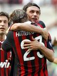 <p>Giocatori del Milan durante un match. REUTERS/Alessandro Garofalo</p>