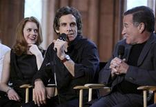"<p>Los actores Amy Adams, Ben Stiller y Robin Williams hablan sobre su filme ""A Night at the Museum: Battle of the Smithsonian"" en Washington, 15 mayo 2009. La comedia de Ben Stiller ""Night At The Museum 2"" logró mantenerse en el primer lugar de la taquilla británica en su segunda semana, evitando ser destronada por el nuevo filme de terror del director Sam Raimi, según Screen International. REUTERS/Robert Giroux</p>"